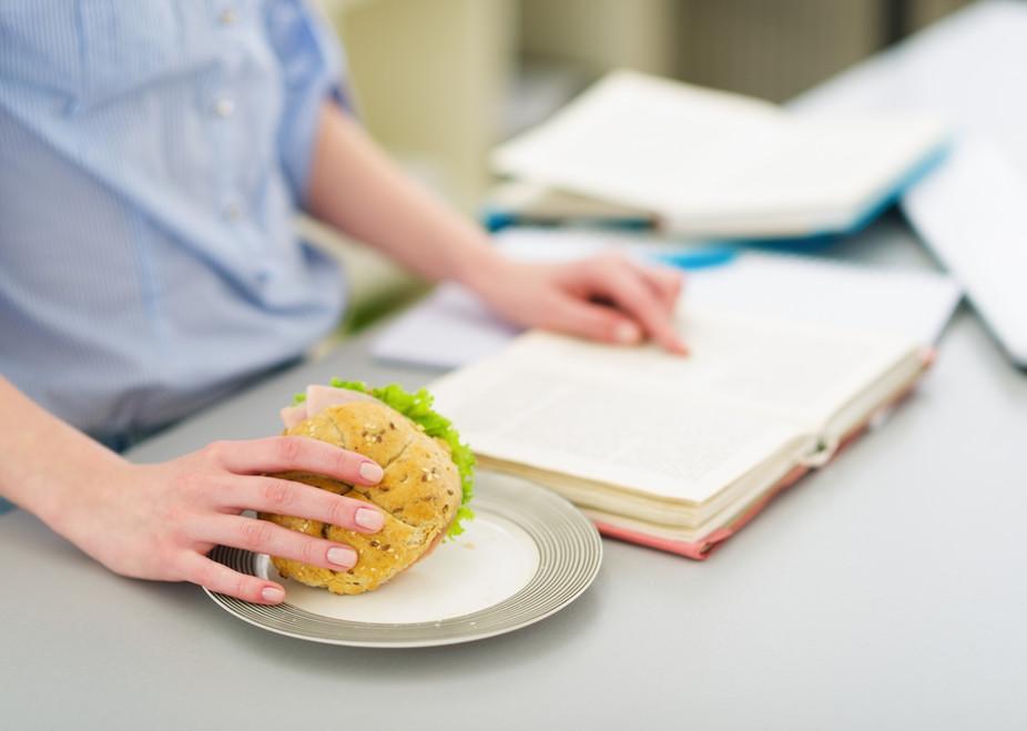 چه غذاهایی به ما کمک میکنند نمره بهتری بگیریم؟!